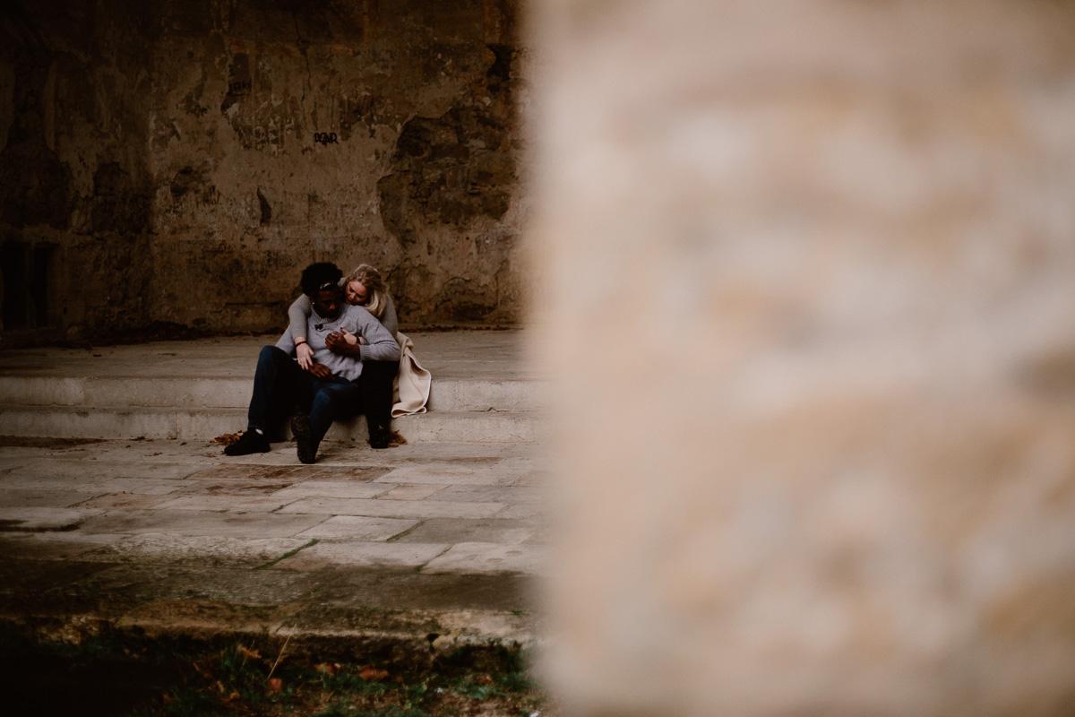 Photo de couple auvergne puy-de-dome escalier