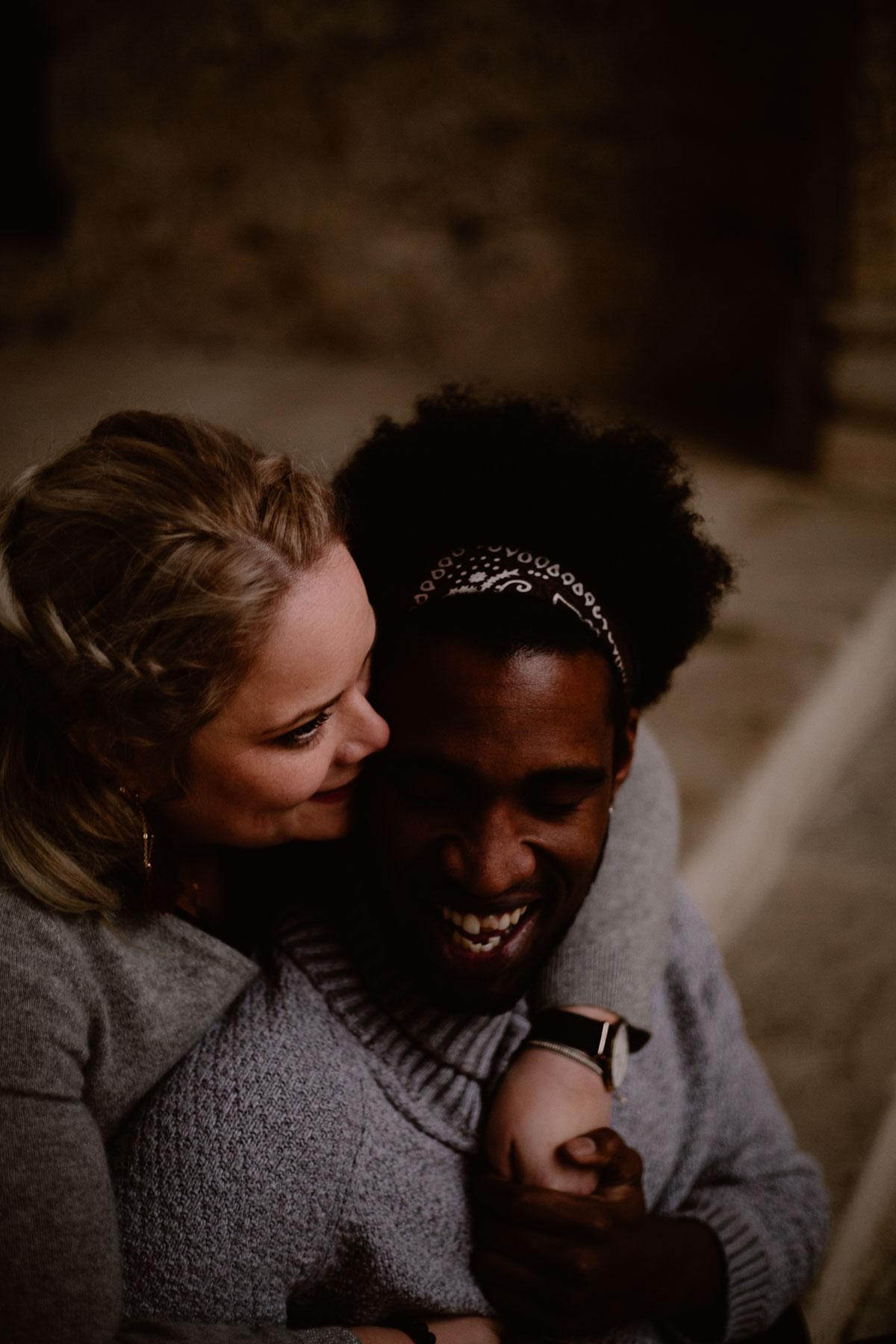 Photo de couple auvergne puy-de-dome fou-rire