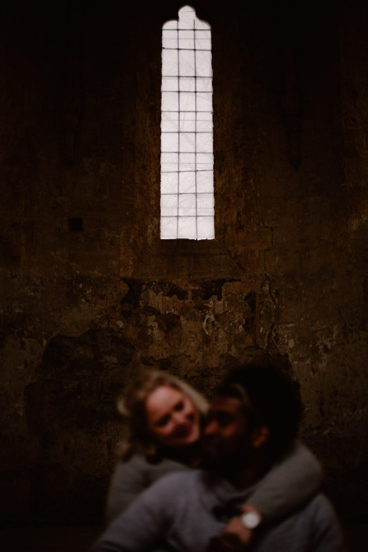 Photo de couple auvergne puy-de-dome fenetre