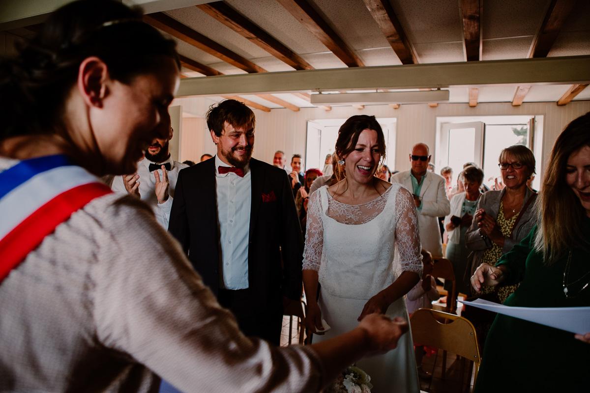 Mariage champêtre au chateau de Chazeron Auvergne rire