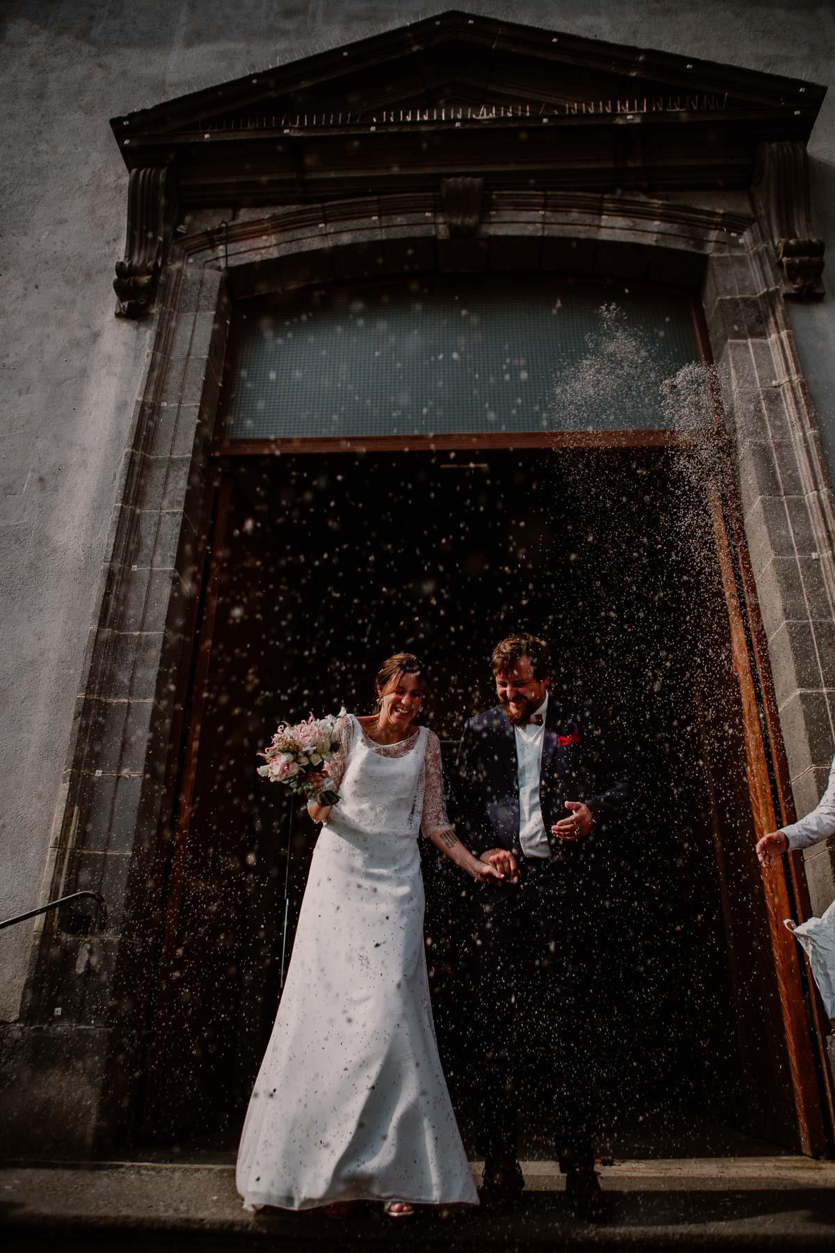 Mariage champêtre au chateau de Chazeron Auvergne riz