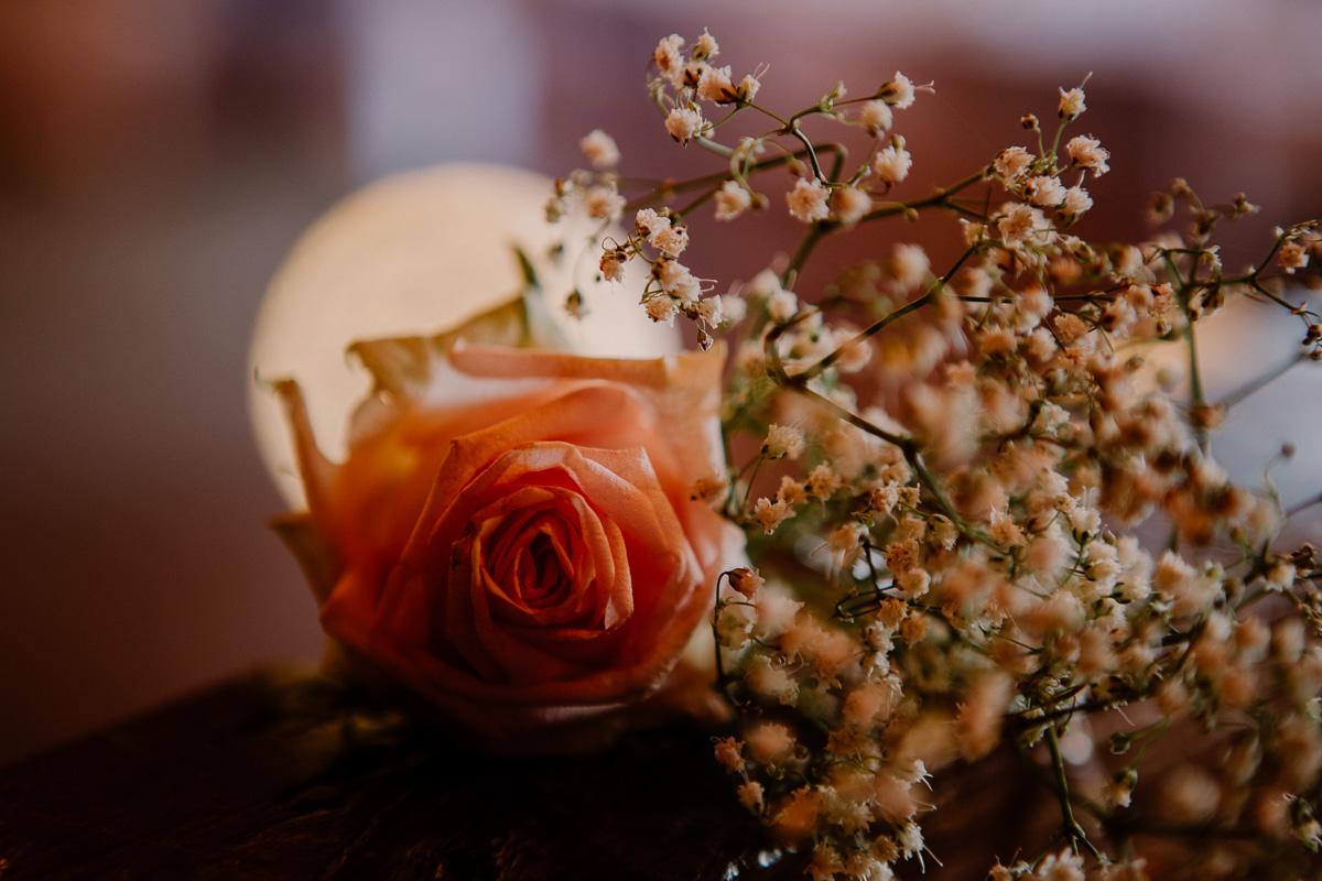 Mariage champêtre au chateau de Chazeron Auvergne rose