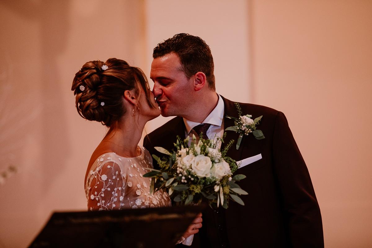 mariage au domaine de la médicée annecy baiser