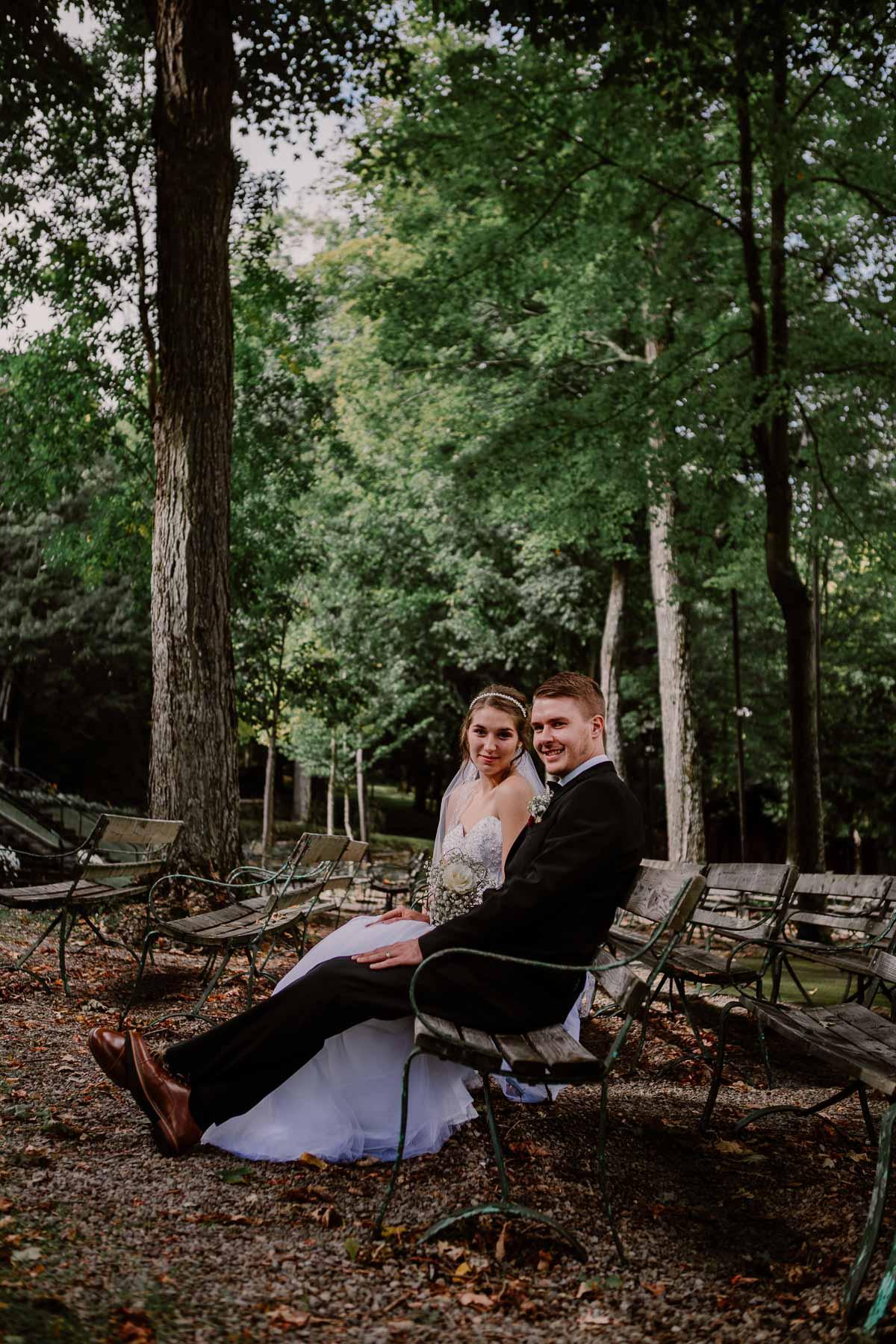 mariage intime au québec en automne banc