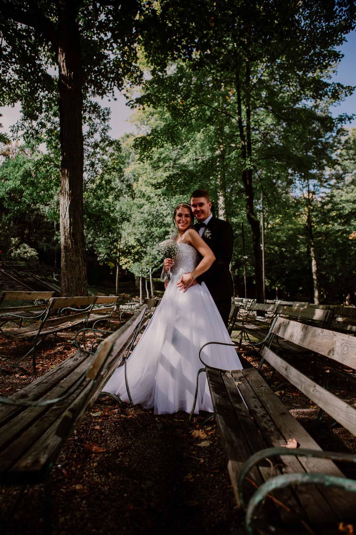 mariage intime au québec en automne debout