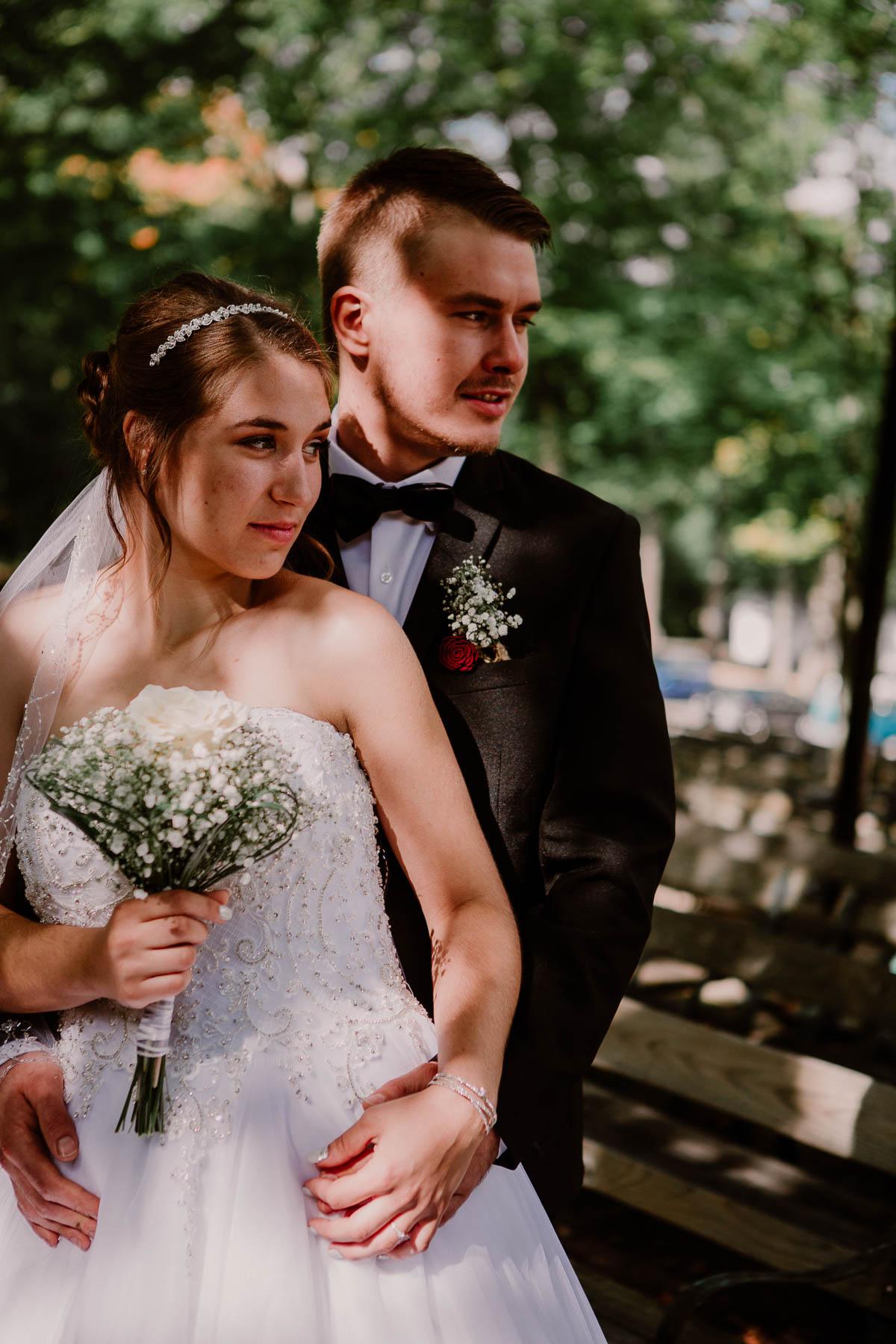 mariage intime au québec en automne ensemble