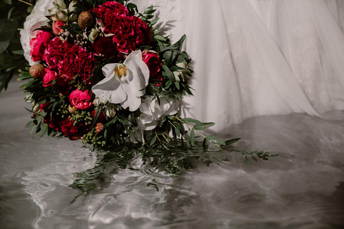 Trash the dress au lac du bourget près d'annecy bouquet