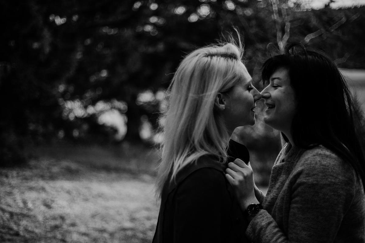 Séance de couple lesbienne lac servière nez