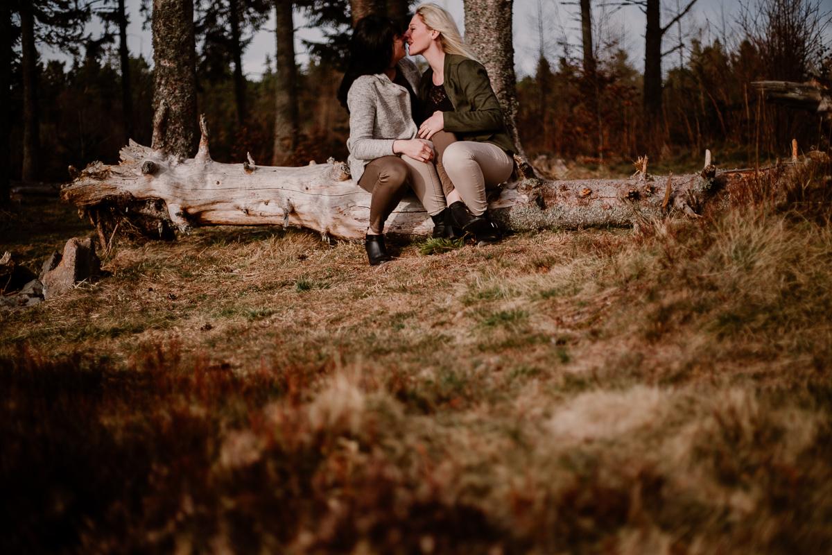 Séance de couple lesbienne lac servière souche