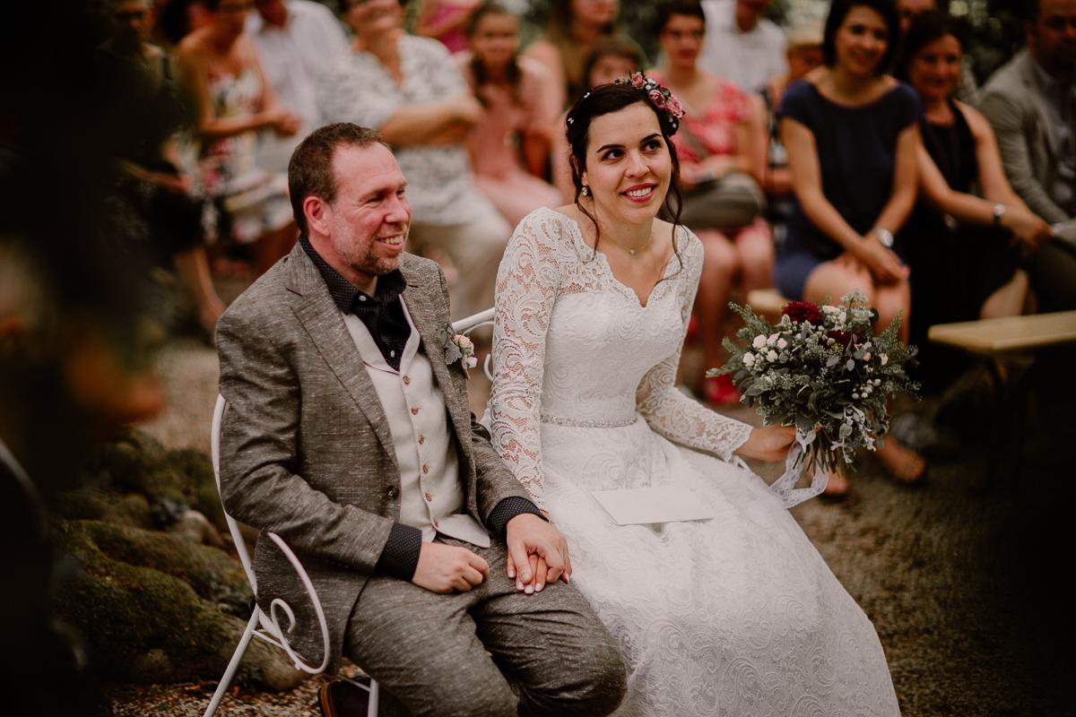 mariage intime au chateau de chazelles couple
