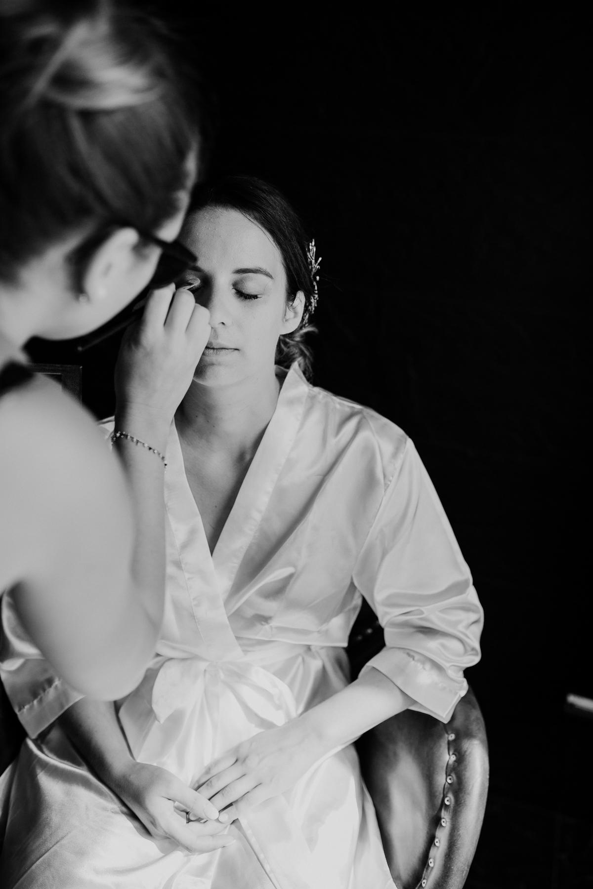 Photographe de mariage chateau boisrigaud usson auvergne maquillage