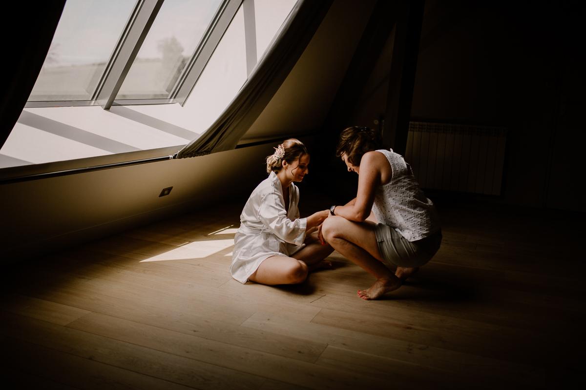 Photographe de mariage chateau boisrigaud usson auvergne moment complice