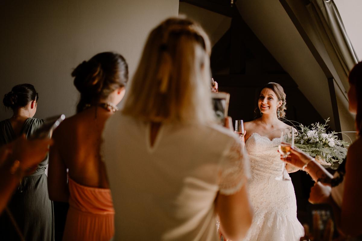 Photographe de mariage chateau boisrigaud usson auvergne amies de la mariée