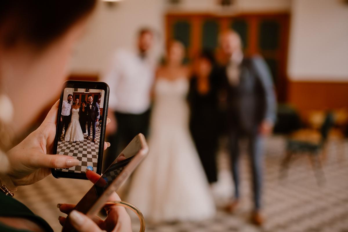 Photographe de mariage chateau boisrigaud usson auvergne smartphone