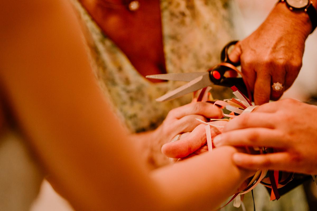 Photographe de mariage chateau boisrigaud usson auvergne ciseaux
