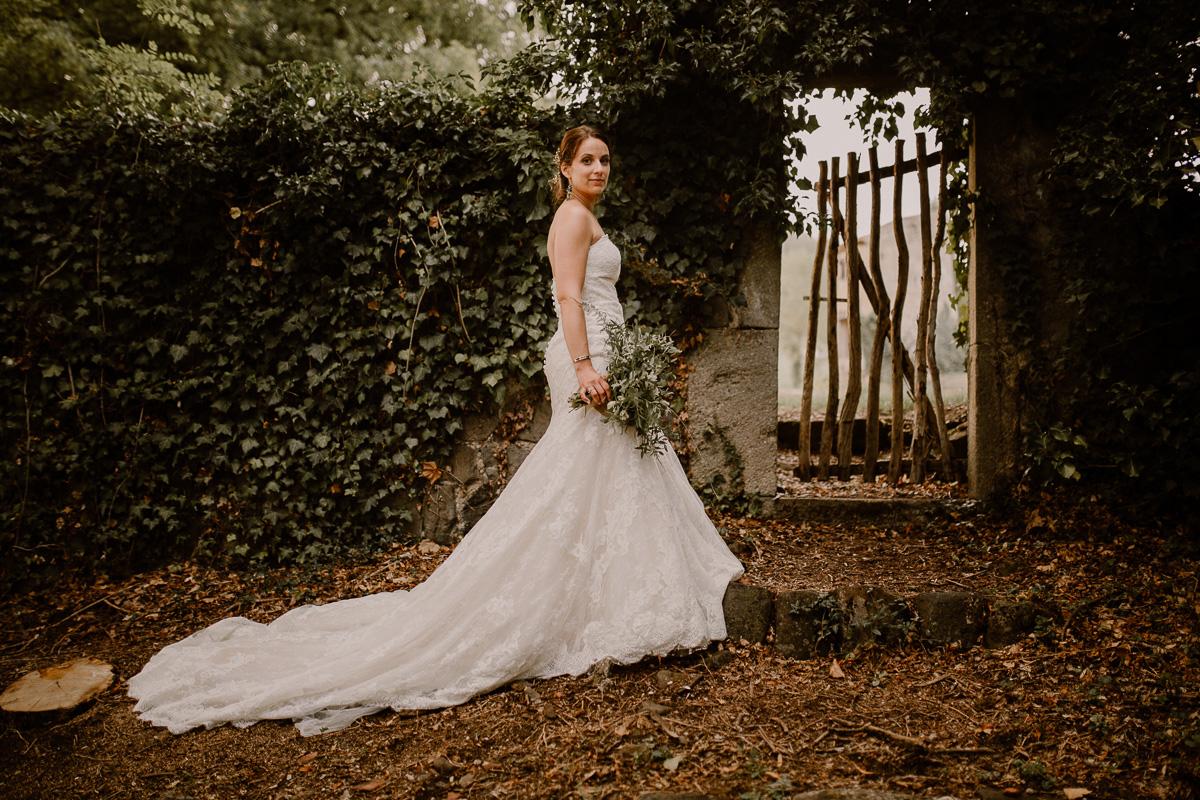 Photographe de mariage chateau boisrigaud usson auvergne mariée
