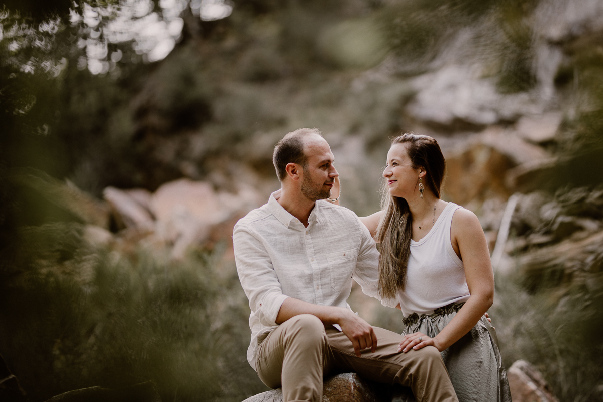 Photographe couple engagement foret auvergne clermont ferrand amour