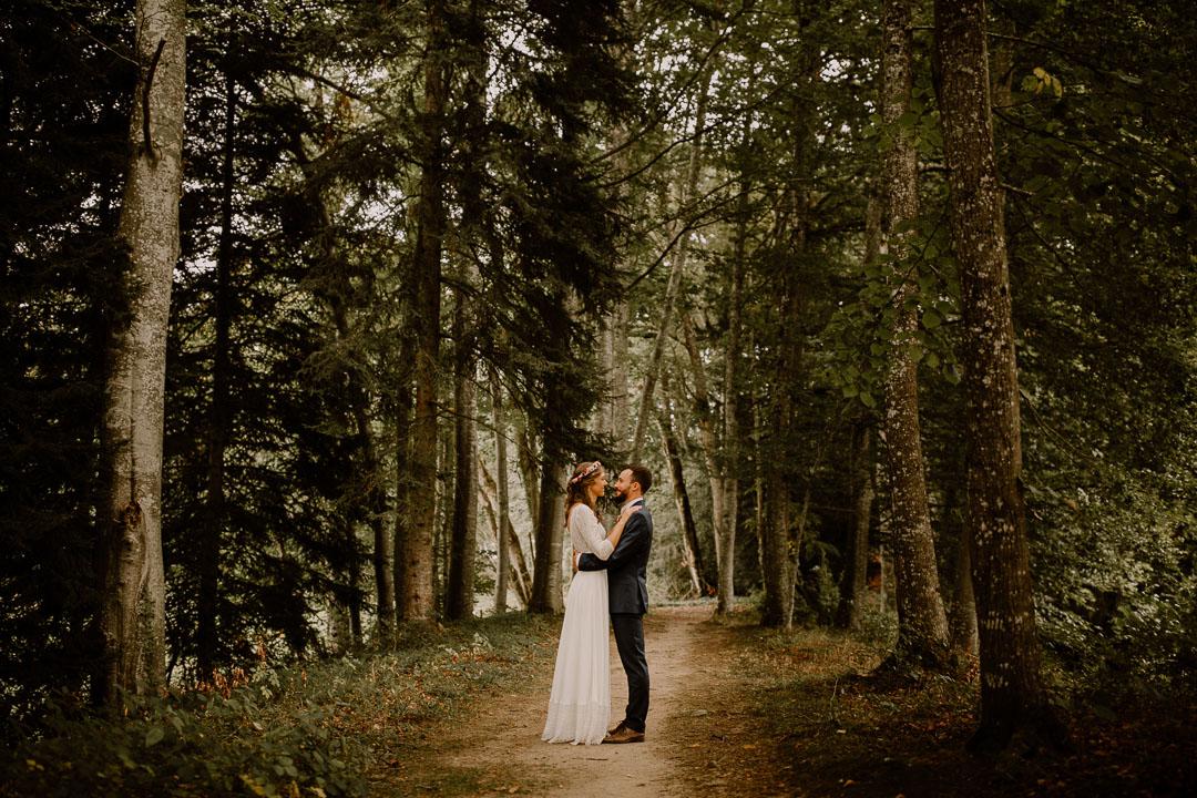 photohgraphe mariage auvergne couple foret